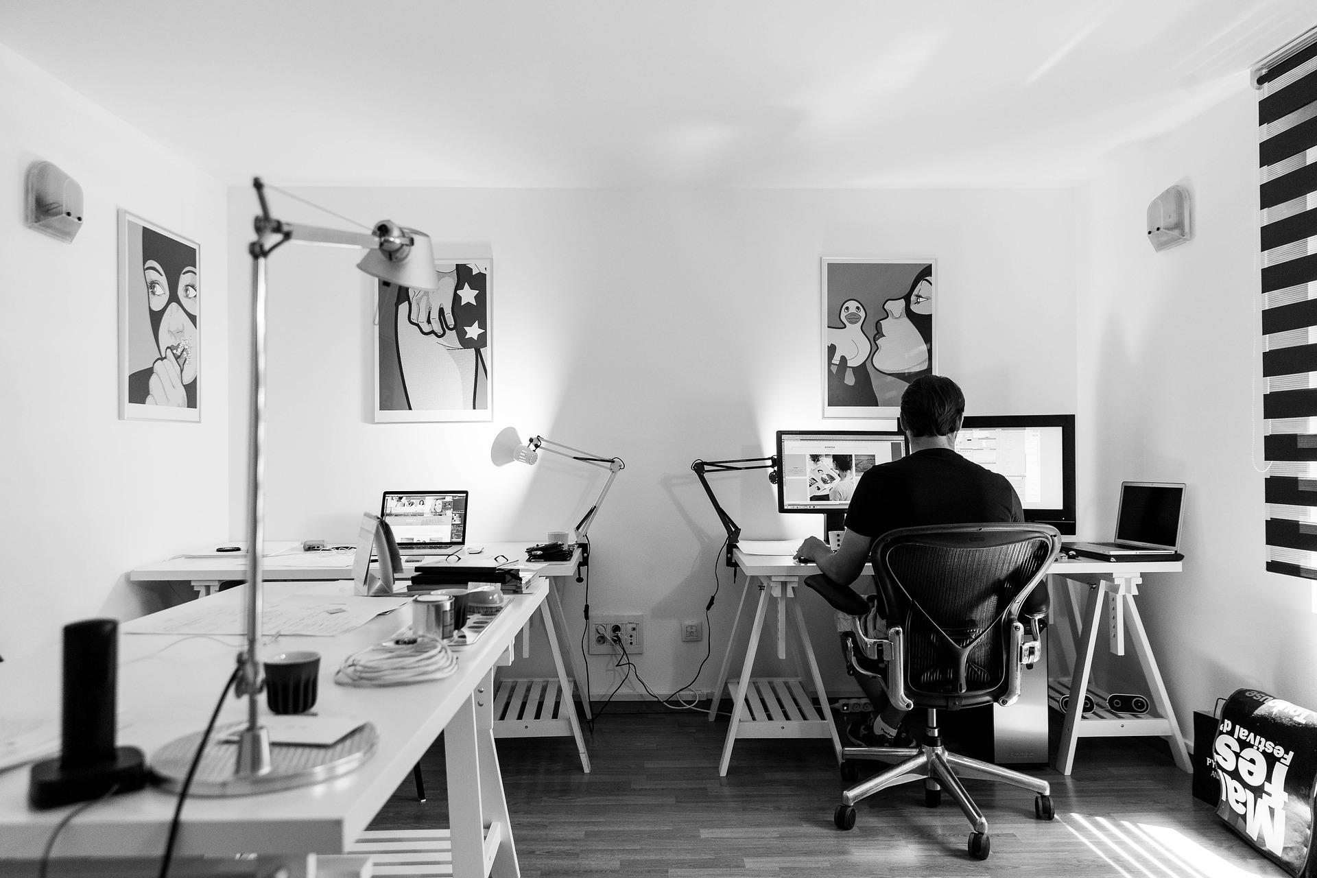 office-932926_1920-1.jpg